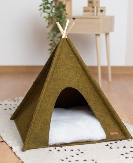 Wigwam for a cat from felt