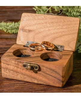 Коробочка з дерева для каблучок